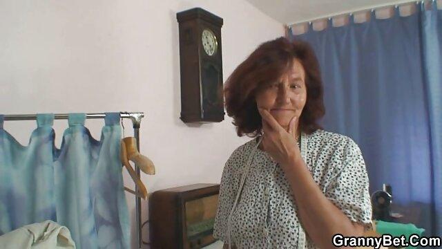او با یک زن خانه دار آشنا شد و مجبور شد او را لعنتی سکی مامان کند