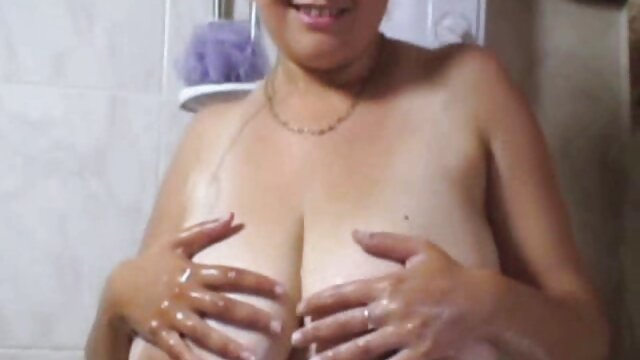 یک زن دانلود سکس پسر مادر آسیایی را دستبند بزنید و او را به یک نقطه بکشید