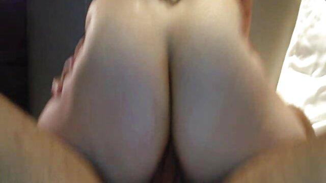 مرد ویدیوسکس مادروپسر موی خاکستری با انگشت و یک کیرمصرف روی جوان همجنسگرایان تأکید کرد