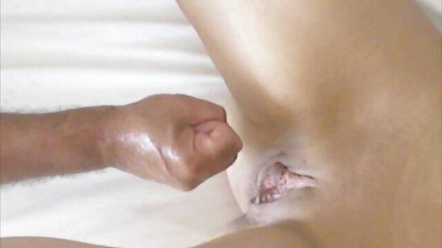 معشوقه انگشت آلت تناسلی فیلم سکس زوری با مادر مرد را لگد کرد