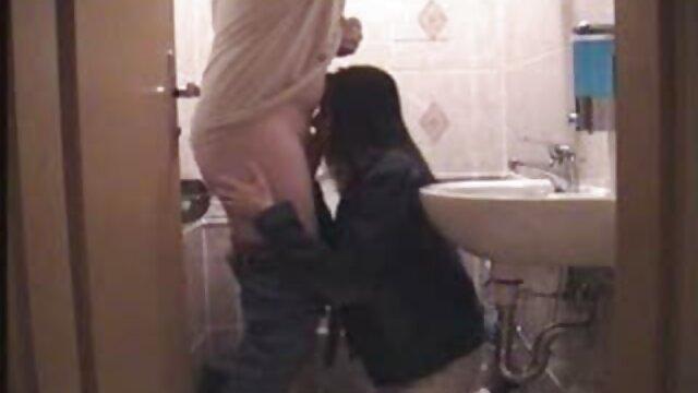 ماساژ دهنده نمی تواند یک رقصنده آبکی سکس مامان پسر را در خود نگه دارد