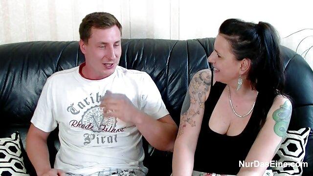 گنگبانگ جوردی با مامان با جمعیتی از دانشجویان جوان رابطه جنسی دارد