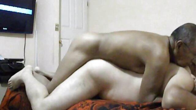 کل بدن را با روغن چرب سکس فرزند و مادر کرده و خودارضایی مقعدی انجام دهید