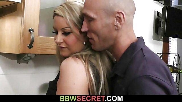 بور و باریک و ماسک ، در برابر دوربین دانلود سکس پسر مادر وب کاملاً برهنه ظاهر می شود