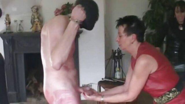 پسر سکسی روسی بکارت دوست دختر خود را می مامان جوردی گیرد