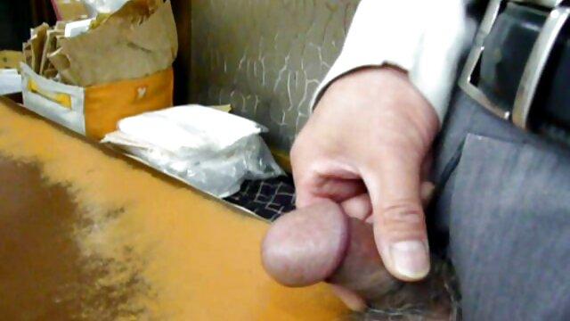 شلخته و ناز جوان با سکس مادر در خواب لرزش روی وب کم روی گربه خود را انگشت گذاری می کند