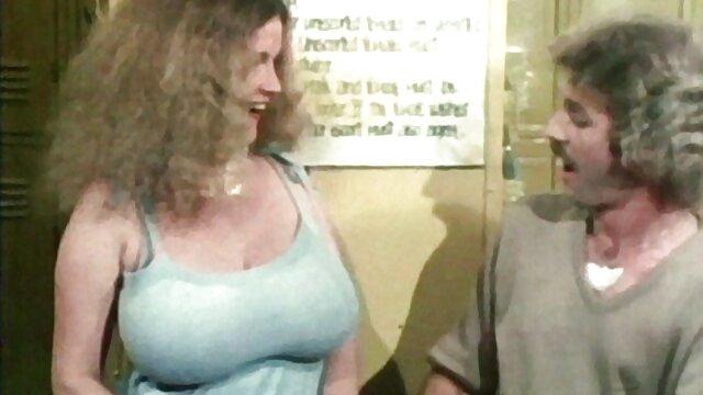 پسر با مادر و دوست دختر خود عشق ورزید سکسمادر بزرگ