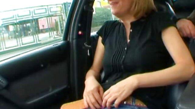با برداشتن دوربین ، من فیلم سکسی مادر پسر از یک جوراب شلوغ پرسیدم