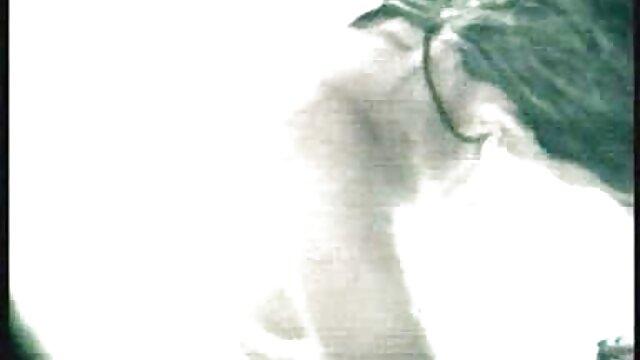دختر سوپر سکسی مادر وپسر کوچک در جوراب ساق بلند بیدمشک تراشیده