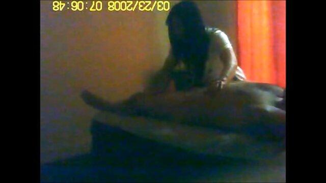 زنی سگس مادر با کرست سیاه که توسط دو عاشق داغ لعنتی شده است