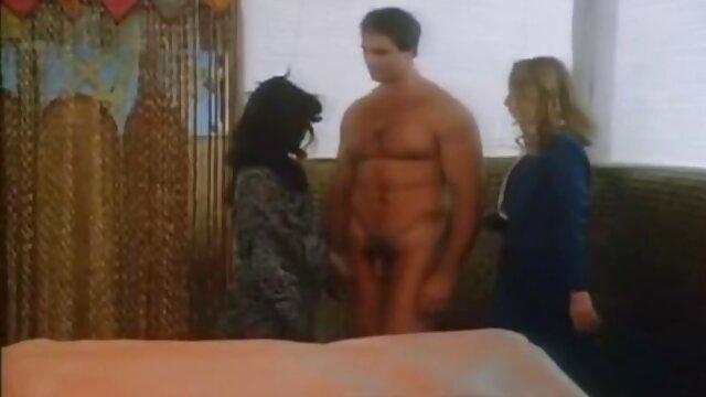 عوضی آبدار و سکس با مادر ناتنی نوجوان لاغر داغ در وب کم