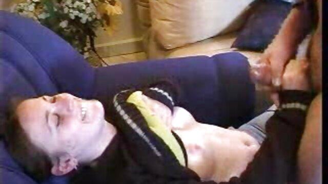 همجنسگرای نقاشی شده دیک پسر داستانسکس بامادر را لیس می زند و به او الاغ می دهد