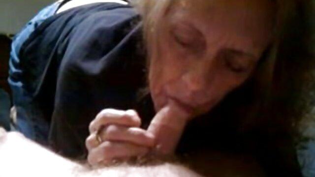زیبایی شکنجه در مقعد سکس مادر دختر و پسر روی کاناپه چرمی لعنتی می شود