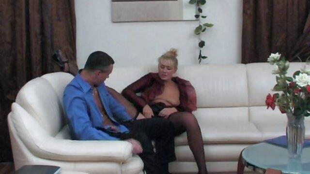ماساژور در محل کار کلیپ سکس با مادر زن یک زن سیاه پوست را لیس می زند